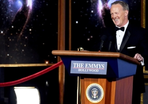 People Are Really Not Happy About Sean Spicer's 2017 Emmy Awards Appearance