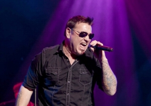 Smash Mouth's Lead Singer Steve Harwell Was Hospitalized After Experiencing Shortness Of Breath