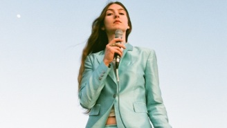 Weyes Blood's New 7-Inch Of Mystical Folk Covers Tops Off A Wildly Successful Year