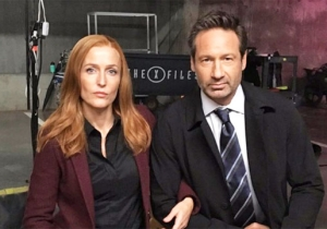 David Duchovny And Gillian Anderson Join The NFL Protests And 'Take A Knee' From The Set Of 'The X-Files'