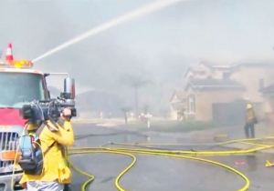 A Fast-Moving Wildfire In Anaheim Hills Threatens 1,000 Homes And Sends Ashes Raining Over Disneyland