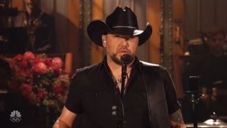 Jason Aldean Opens 'SNL' With An Emotional Tribute To Tom Petty And The Victims Of The Las Vegas Massacre