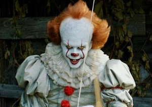 Pennywise From 'It' Was Inserted Into The Opening Credits Of 'Cheers,' And The Internet Is Freaking Out