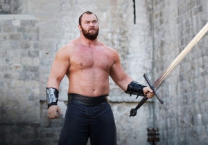 The Mountain From 'Game Of Thrones' Rallied Vikings Fans Against The Packers In Minnesota