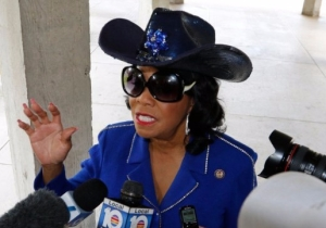 A Sheriff's Deputy Dressed As Rep. Frederica Wilson In Blackface For Halloween, And Has Now Been Reassigned