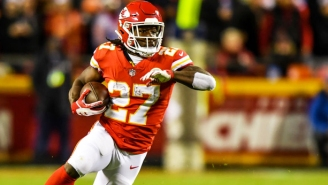 Kareem Hunt Hurdled A Defender On A Ridiculous 4th Down Touchdown Catch