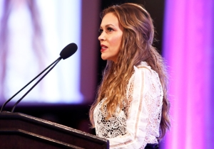 Alyssa Milano Calls Out Matt Damon For His Comments On The 'Spectrum' Of Sexual Harassment