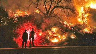 The California Fires Have Sparked An Unprecedented 'Extreme' Alert As Winds Stir Up 'A Recipe For Explosive Growth'