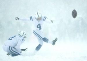 Adam Vinatieri Might Lose $500,000 For Missing Kicks In A Blizzard Against Buffalo