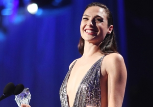 Gal Gadot Inspires And Sends A Powerful #MeToo Message With Her Critics Choice Awards Acceptance Speech