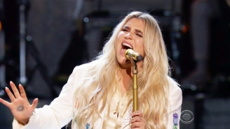 Kesha And An All-Star Female Lineup Delivered A Raw, Absolutely Huge Grammy Performance Of 'Praying'