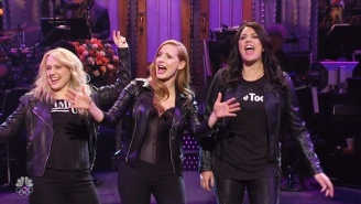 Jessica Chastain Brought The Women's March To The 'SNL' Stage In Her Opening Monologue