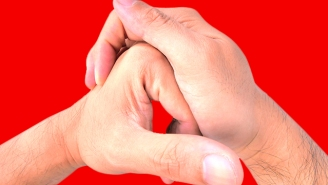 What Happens When You Crack Your Knuckles? A New Study Has Answers