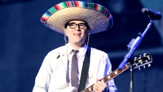 Weezer's Rivers Cuomo Covered '90's Alt Peers R.E.M., Smashing Pumpkins, And Oasis At An Acoustic Show