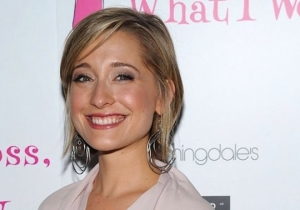 'Smallville' Actress Allison Mack Was Arrested For Her Involvement With An Alleged 'Sex Cult'