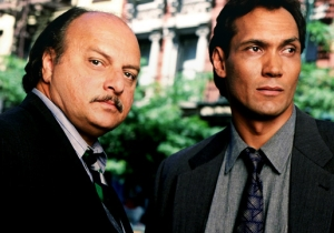 Start With These Classic 'NYPD Blue' Episodes Now That The Drama's On Hulu