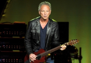 Former Fleetwood Mac Guitarist Lindsey Buckingham Is Hitting The Road For His Own Solo Tour