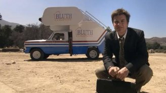 'Arrested Development' Has A Roaming Announcement Of Season 5's Premiere Date That's Gonna Get Hop Ons