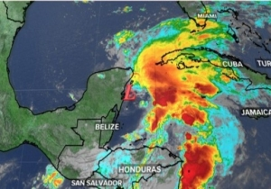 Floridians Prepare For Subtropical Storm Alberto, Which Brings Winds Up To 60 MPH And Massive Rainfall