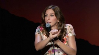 Everyone Has Opinions About Chelsea Peretti's Unique Method For Eating Cake (But Not The Frosting)
