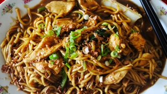 Three Food Writers Battle To See Who Can Make The Best Fried Noodles