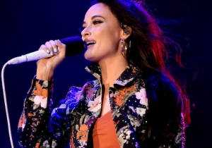 Kacey Musgraves Trolled The Coachella Crowd With A Call-And-Response Fake-Out
