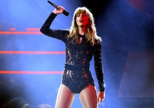 Watch Taylor Swift Totally Change 'I Did Something Bad' For Her AMA Performance