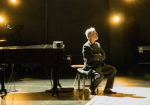 Loudon Wainwright III's 'Surviving Twin' Highlights The Complexity Of Father-Son Relationships
