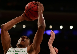 Oregon's Kenny Wooten Threw Down A Massive Dunk Over A Syracuse Player
