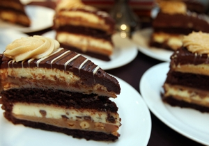 The Cheesecake Factory Wants To Bring Free Cheesecake To Your House