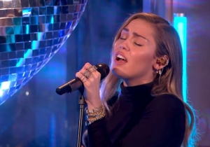 Watch Miley Cyrus And Mark Ronson Perform A String-Laden Cover Of Ariana Grande's 'No Tears Left To Cry'