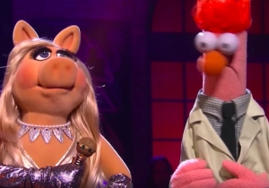Kermit The Frog Gets Roasted By Miss Piggy In A Rap Battle When The Muppets Appear On 'Drop The Mic'