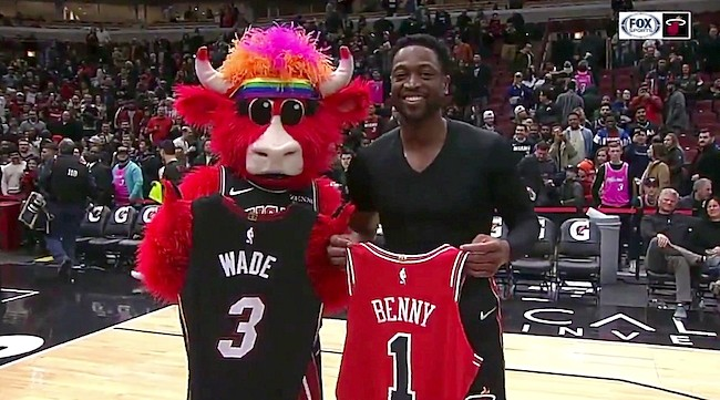 cheap for discount 0e7dc 3b1aa Dwyane Wade Exchanged Jerseys With Benny The Bull In Chicago