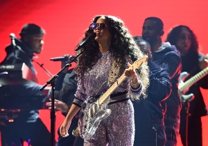 H.E.R. Delivered A Shining Grammys Performance Of 'Hard Place' With A Full Choir And A See-Through Guitar