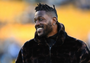 Antonio Brown Has Reportedly Been Traded To The Raiders