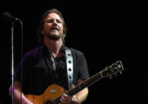 Eddie Vedder Covered 'Maybe It's Time' From 'A Star Is Born' On Tour