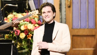 Kit Harington Shaved His Beard For His 'SNL' Debut And People Were Understandably Confused