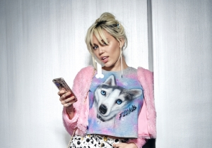 Miley Cyrus Has A Cell Phone, She Just Doesn't Save Anyone's Number