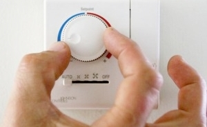A Debate Over Whether Air Conditioning Should Be Banned Has People Fired Up