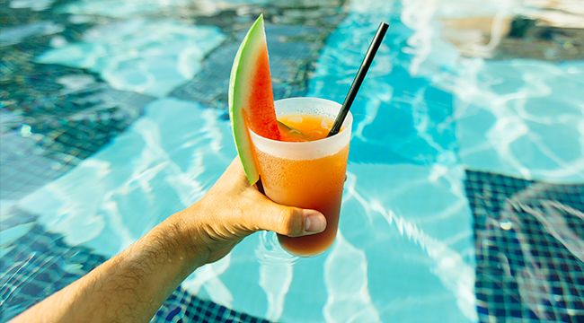 The Best Bourbon Cocktails For Your 4th Of July Backyard BBQ