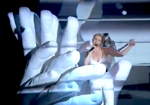Robyn Performed A Vigorous Medley Of 'Between The Lines' And 'Love Is Free' On 'The Tonight Show'