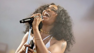 SZA Shows Love To 2000s Alternative Music By Covering The Wheatus Hit 'Teenage Dirtbag' In Australia