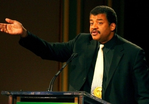 Neil DeGrasse Tyson Is Getting Roasted For His Tone-Deaf Tweet About The Recent Mass Shootings