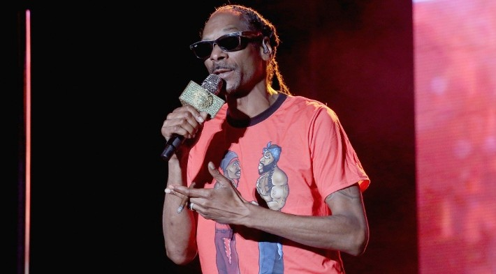Snoop Dogg Says Kanye West's New Yeezy Shoes Look Like 'Jail Slippers'