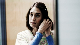 Lizzy Caplan On Annie Wilkes And The Art Of Honoring An Iconic Character