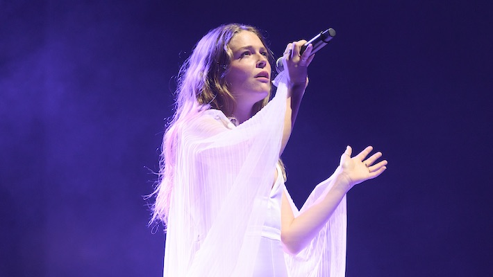 Maggie Rogers Shares A Statement About Sexist Heckling She Received From A Male Audience Member
