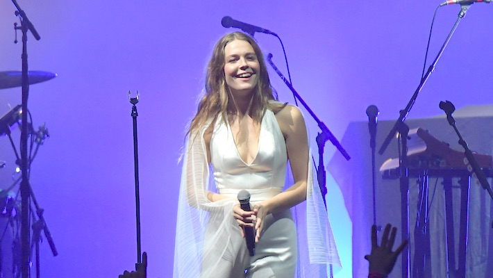 Maggie Rogers Joins John Mayer's Dead & Company On Stage At Madison Square Garden
