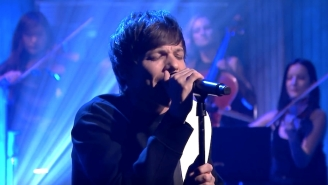 Louis Tomlinson Breaks Down His 'Walls' With A Live Band Performance On 'The Tonight Show'