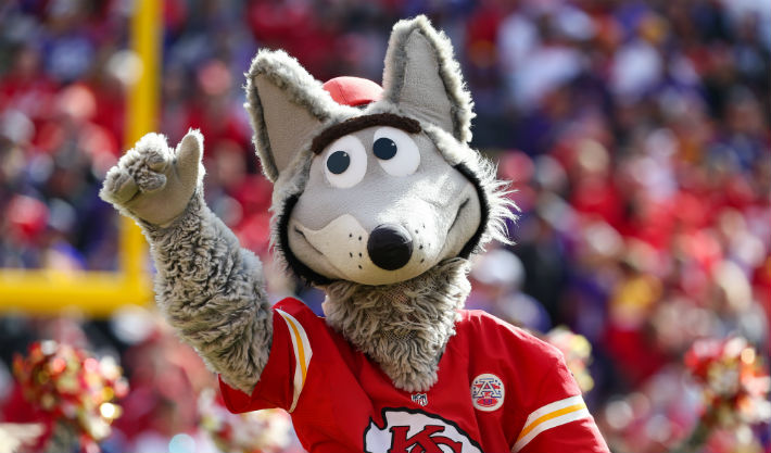 Kansas City's Mascot Couldn't Believe The Team's Disastrous First Quarter Against Houston