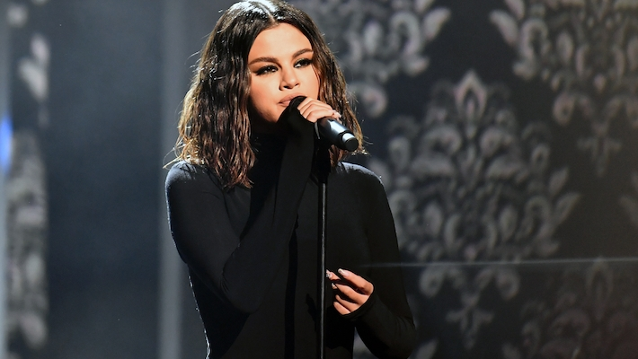 Selena Gomez Is Begging Her Fans To Stream 'Rare' In An Effort To Edge Out Roddy Ricch For No. 1 Album